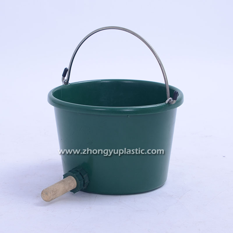 8 Quart Round Pail with Nipple
